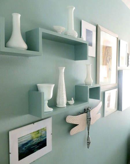 Es tendencia en decoración: estanterías y pared del mismo ...
