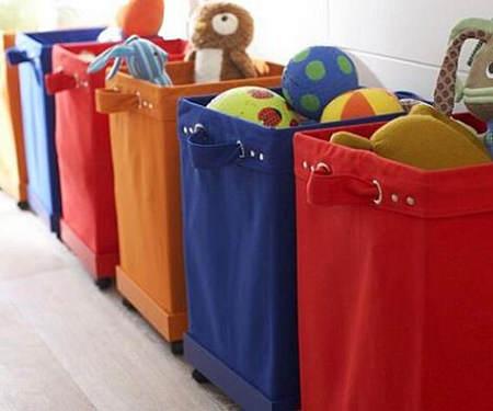 Trucos de almacenaje para habitaciones infantiles el - Cestas para guardar juguetes ...