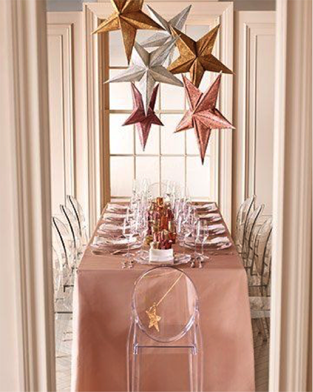 una mesa en cobre