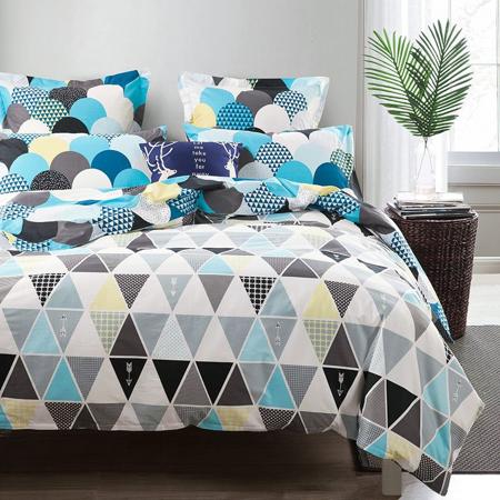 decorar-con-triangulos-cama-01