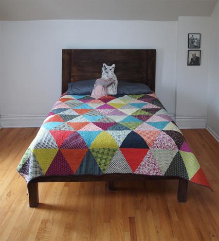 decorar-con-triangulos-cama-02