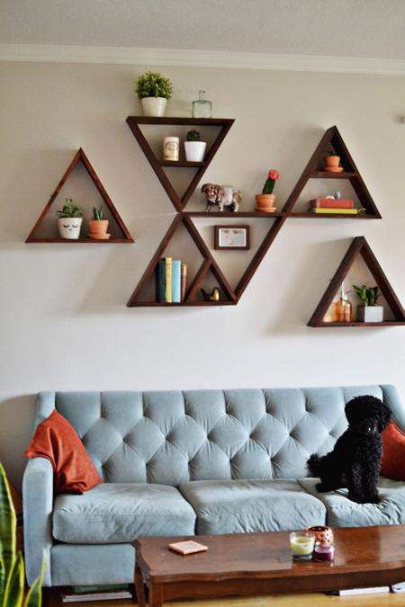 decorar-con-triangulos-estanteria-02