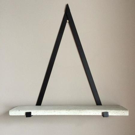 decorar-con-triangulos-estanteria-03