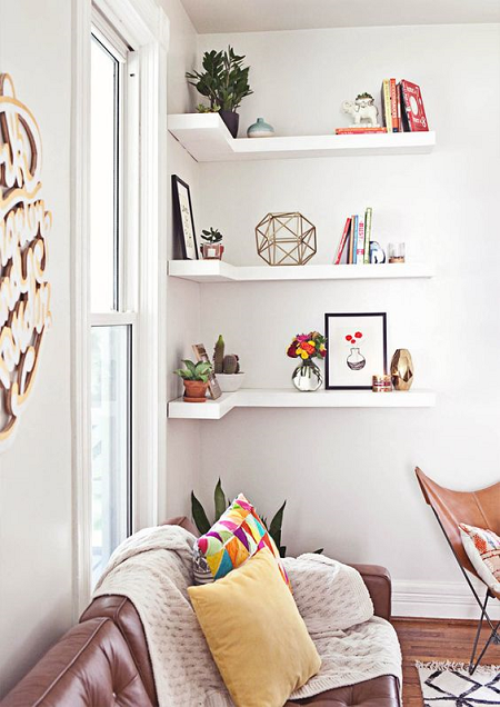 Ideas para decorar con estanter as esquineras el blog de - Ideas estanterias ...
