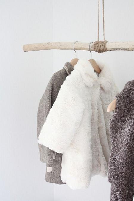 Colgadores de ropa para habitaciones infantiles el blog for Colgadores de ropa