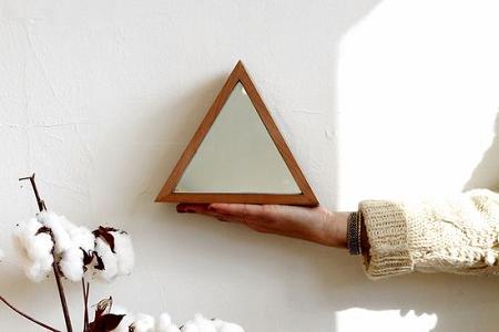 Trend alerto deco espejos triangulares el blog de due home for Conjunto de espejos decorativos